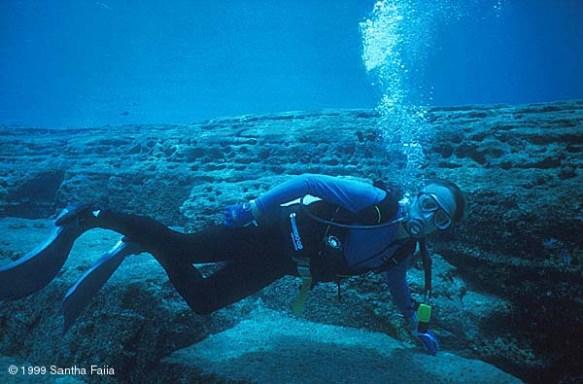 """Graham Hancock diving in the """"Basin"""" at Yonaguni."""