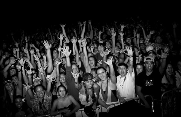 reggae_crowd_by_soyoungsobadsowhat-d4st7v2
